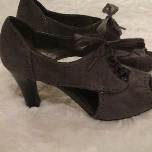 50 % off - Grey cut out pumps from Joan David